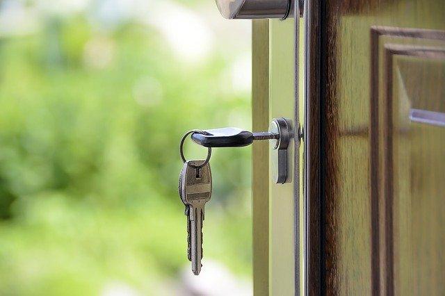lokator bez umowy nie chce opuścić mieszkania